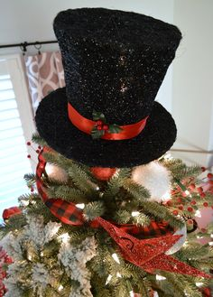 Balsam Hill 12 Bloggers Christmas Tree Reveal. How to decorate a traditional, fluffy green Christmas tree with a Vintage Frosty The Snowman feel, complete with a magical Top Hat tree topper. My Balsam Hill Blue Spruce is decked in red & black buffalo check ribbons, loads of snowy flocked and glittered beauties, a few DIY's, Dollar Tree, red and white holiday ornaments. #balsamhill #christmastree #frostythesnowman #tophat #treetopper #christmastreeideas #christmastreedecorating Snowman Christmas Tree Topper, Christmas Tops, Frosty The Snowmen, Christmas Wreaths, Christmas Crafts, Green Christmas, Holiday Ornaments, Balsam Hill Christmas Tree, Snowman Hat