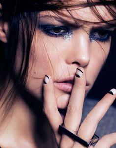 Jour et Nuit - Photographed by Peter Edqvist Makeup by Elva Ahlbin // Agent Bauer Sultry Makeup, Glossy Makeup, Love Makeup, Beauty Makeup, Hair Makeup, Foundation For Sensitive Skin, Festival Make Up, Glitter Make Up, Runway Makeup