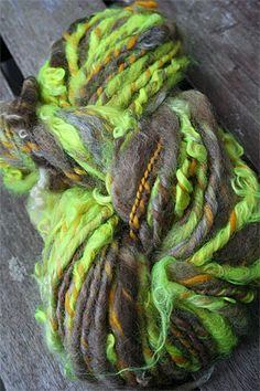 Oh how I LOVE hand-spun yarn
