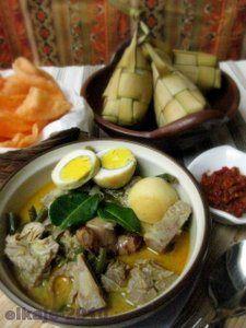 ketupat sayur padang Cute Food, Good Food, Indonesian Cuisine, Indonesian Recipes, Asian Recipes, Healthy Recipes, Healthy Food, Vegetable Curry, Padang