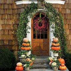 Pumpkin Ideas for Your Front Door: Stack 'Em Up