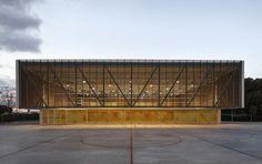 Mariela Apollonio_escola-gavina_16_700 arquitectos Carmen Martínez Gregori, Carmel Gradoli Martínez y Arturo Sanz Martínez han llevado a cabo un pabellón polivalente para la Escola Gavina que ha merecido el premio ASCER de Arquitectura 2016.