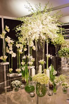 gorgeous arrangements...maybe inspiration for my upcoming wedding expo on March 17th!