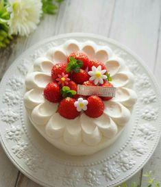 Cute Desserts, Delicious Desserts, Mini Cakes, Cupcake Cakes, Whipped Cream Cakes, Cake Recipes, Dessert Recipes, Asian Cake, Frog Cakes