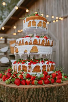 Naked strawberry cake | Read More: http://www.stylemepretty.com/2014/06/26/vintage-rustic-lakeland-ranch-wedding/ | Photography: Rachel Absher Photography - www.rachelabsher.com