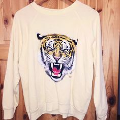VINTAGE pale yellow tiger jumper • SIZE (M) • £10 • Feel free to message us for exact measurements! #vintage #grunge #tiger #jumper #hoodie #oversized