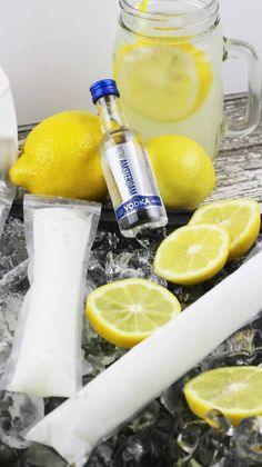 Popsicles are not just for kids anymore! There are TONS of alcoholic adult popsicle recipes out there. These Frozen Vodka Lemonade Pops are a delicious boozy popsicle! Vodka Popsicles, Alcoholic Popsicles, Alcoholic Beverages, Fun Cocktails, Cocktail Drinks, Fun Drinks, Cocktail Recipes, Summer Beverages, Frozen Cocktails