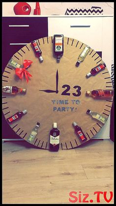 Newest Free of Charge Clock - gifts - - views Style presents for men who've every thing,gifts for men diy Xmas gifts for guys,leather presents for me 21st Birthday Crafts, Birthday Present Diy, Birthday Presents, Birthday Cards, Birthday Ideas, 30th Birthday, Birthday Decorations, Carnival Birthday, Birthday Parties