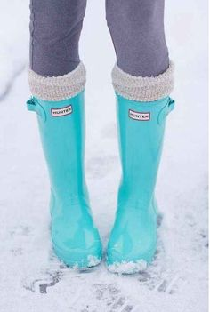 Love the color of these hunter boots. Want them!