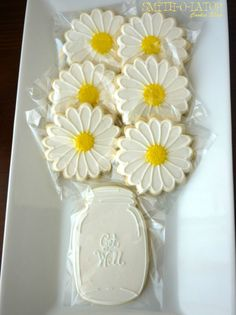 Daisy Bouquet Mason Jar Cookie Gift Set Happy Birthday Get Well Thank You Thinking of You Etsy SmithOlator Cupcake Flower Bouquets, Flower Cupcakes, Fun Cupcakes, Cupcake Cakes, Wedding Cupcakes, Mother's Day Cookies, Summer Cookies, Cut Out Cookies, Thank You Cookies