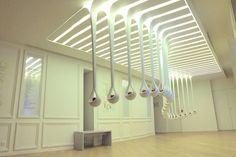 Elegancka instalacja kroplami zapachów firmy H & J Studio - Fubiz Media