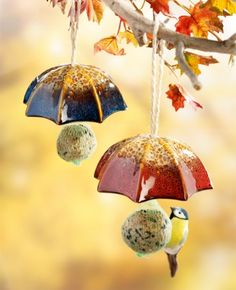 New Photographs Clay pottery painting Thoughts Bird Feeder Umbrella, Set – Klicken Sie hier, um das Bilddetail zu sehen …… – ceramics Ceramic Birds, Ceramic Pottery, Pottery Art, Ceramic Art, Ceramics Projects, Clay Projects, Clay Crafts, Pottery Courses, Pottery Store