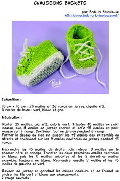 Chaussons converses de Bab la Bricoleuse - Photo de Textes (explications) - TricoTropiCam Knitted Doll Patterns, Knitted Dolls, Knitting Socks, Baby Knitting, Tricot Baby, Knit Crochet, Crochet Hats, Amigurumi Doll, Baby Shoes