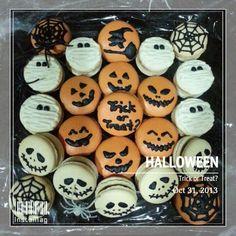 Spooky halloween macarons