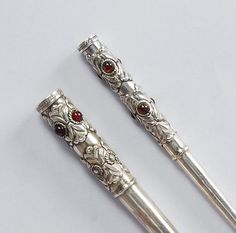 Hey, I found this really awesome Etsy listing at https://www.etsy.com/listing/122849146/sterling-silver-cigarette-holder-set Narrator?