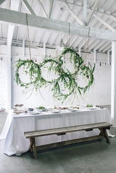 Love this hanging floral installation designed by Rebecca Simms of Wylie West Creative