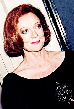 """"""" Maggie Smith, pictured with her Tony Award for Best Actress in a Play """" Tony Award, Jolie Pitt, Angela Lansbury, Harry Potter Actors, Maggie Smith, Judi Dench, Helen Mirren, Aussies, Actresses"""