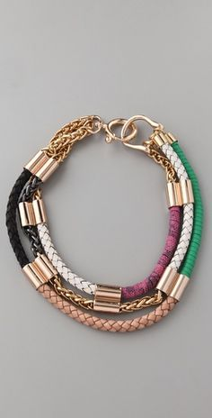 Great play on colourblocking and textures, accented by the gold hardware. Loving the XL ring clasp.