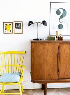 Nordisk med farver: Her er alt valgt med hjertet Retro Home, Modern Retro, Midcentury Modern, Tiny Living Rooms, Home Living Room, Nordic Interior, Interior Design, Arch Interior, Farbiger Sand