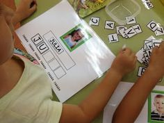 diasdecole: JUGAMOS CON LOS NOMBRES 3 Year Old Preschool, Preschool Art Activities, Creative Activities For Kids, Preschool Literacy, Educational Activities, Preschool Activities, Play Based Learning, Kids Learning, Student Teaching