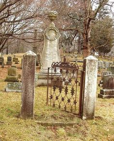 Sleepy Hollow NY Cemetery by caboose_rodeo, via Flickr
