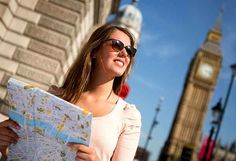 Need help planning what to pack for a trip to London and the UK? Local travelista Lottie from the Ambling Explorer shows us how to pack for England's four seasons!