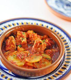 Bacalao a la Vizcaina. Salt cod with a red pepper sauce (Bacalao a la Vizcaina) my favourite dish for lent. Cod Fish Recipes, Cuban Recipes, Portuguese Recipes, Seafood Recipes, Filipino Recipes, Cuban Dishes, Fish Dishes, Bacalao Recipe, Cuban Cuisine
