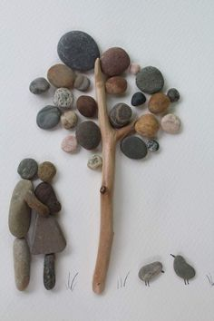 I love this stone art. Stone Crafts, Rock Crafts, Arts And Crafts, Stone Pictures Pebble Art, Stone Art, Beach Rock Art, Rustic Wood Crafts, Pebble Art Family, Rock Sculpture