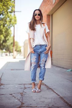 55 Spring Outfits to Copy ASAP | Sleeveless trench coat, distressed baggy denim, and cute heels