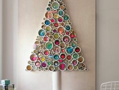 Christmas wall decorations ideas for 2019 which you can DIY. Here I have listed all kinds of DIY Christmas wall decoration ideas, Christmas wall tree decor for your inspiration Christmas Decor Diy Cheap, Recycled Christmas Tree, Wall Christmas Tree, Creative Christmas Trees, Diy Christmas Gifts, Christmas Tree Decorations, Christmas Christmas, Diy Adornos, Traditional Christmas Tree