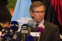 """L'inviato speciale delle Nazioni Unite per la Libia ha annunciato da Skhirat il raggiungimento dell'accordo di composizione della rottura tra Tripoli e Tobruk, con il supporto delle tribù. Premier unitario sarà Fayez Sarraj. """"Crediamo possa funzionare"""". Presidente del Consiglio di Stato, con funzioni di presidente provvisorio della Libia, sarà Abdulrahman Souwayhli"""