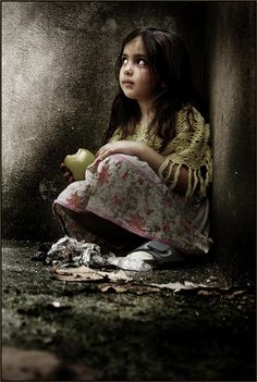 beautiful street girl for the collage Sad Child, Poor Children, Precious Children, Beautiful Children, Kids Around The World, We Are The World, People Of The World, Belle Tof, Children Photography