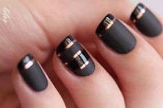Cool. I like this one with the glossy and matte black finished.  {15 Classy Nail Designs - Fashion Diva Design}