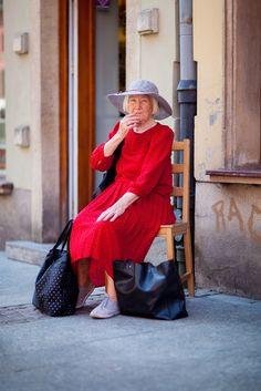 Ta pani na Długiej zrobiła mi dzisiaj dzień. Jest doskonała! Co za styl! Street Fashion, Street Style, Vintage, Urban Fashion, Urban Taste, Fashion Street Styles, Street Style Fashion, Street Chic, Street Styles