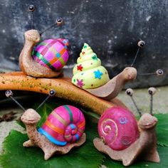Bright idea for painted rock snails. This site has many more ideas for garden decor