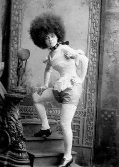 Big Hair, a note card by Greetings from Other Worlds on Etsy Vintage Photos Women, Antique Photos, Vintage Photographs, Vintage Images, Old Photos, Vintage Black Glamour, Vintage Beauty, Vintage Style, Afro