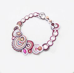 Etsy の Statement Bridal Necklace Pink White by GiSoutacheJewelry
