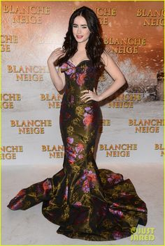 I have a lipstick holder in exactly this print. #LilyCollins