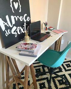 Bom dia sexta-feira {} Meu Home office começando a tomar forma  Quero deixar um cantinho cheio de inspiração para estimular a criatividade e trazer cada vez mais novidades para o blog {} Aliás aceito sugestões para decorar  Me contem o que acharam! #apedadea . #homeDecor #projetos #decoração #interiores #arquitetura #decor #interiordesign #blogalmocodesexta #grupodecordigital #olioliteam #homeoffice #studygram #projetoandreaalcantara