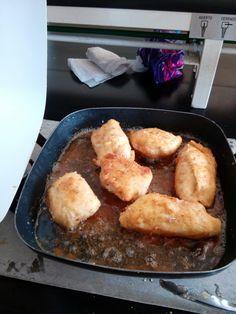 Preparación pechugas rellenas de queso oaxaca y jamón.