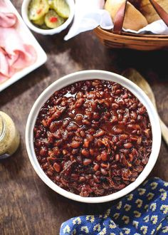 With brown sugar and short ribs, just toss everything in the slow-cooker and take these Slow-Cooker Brown Sugar Baked Beans to your next potluck. Bacon Recipes, Grilling Recipes, Fall Recipes, Easy Dinner Recipes, Slow Cooker Recipes, Crockpot Recipes, Breakfast Recipes, Sweets Recipes, Summer Recipes
