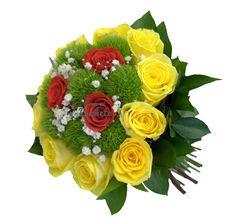 Buchet de mireasa cu trandafiri galbeni si garofite verzi. Inedit, elegant, cochet.