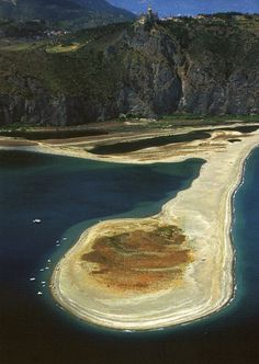 Veduta dei laghetti di marinello con il santuario dell' Tindari (patti Messina) - Foto di Francesco Napoli #messina #sicilia #sicily #tindari