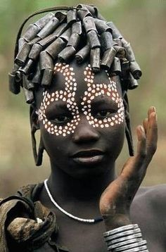 Africa 'People of the Omo Valley' Ethiopia ©Hans Silvester Cultures Du Monde, World Cultures, We Are The World, People Around The World, Black Is Beautiful, Beautiful People, Arte Tribal, Tribal Paint, Tribal People