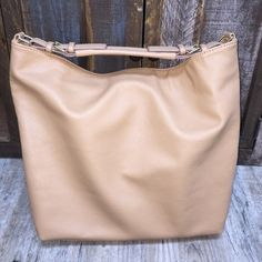 H&M Nude Tote perfect for shopping with friends or being business casual! Faux leather H&M Bags Totes