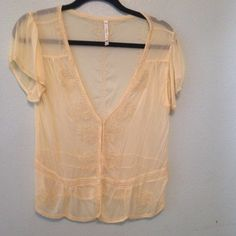 Willow&Clay light yellow top Embellished to perfection. Can be worn open or closed. NOT FOR LOVE AND LEMONS BRAND JUST LISTED FOR EXPOSURE. Real brand is Willow and Clay For Love and Lemons Tops