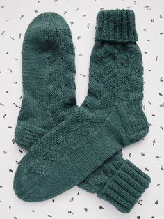 Lystikäs koti: Hauki on kala Wool Socks, Knitting Socks, Hand Knitting, Mittens, Knit Crochet, Crochet Patterns, Slippers, Embroidery, Sewing