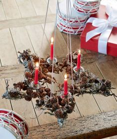 Adventskrans Christmas Baby, Christmas Lights, Christmas Time, Christmas Wreaths, Christmas Crafts, Xmas, Pine Cone Decorations, Christmas Table Decorations, Holiday Decor