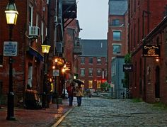 Cobblestone street in downtown Portland – even in the rain, it's a great place to stroll along!