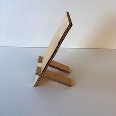 Mobile Phone Accessories - Mobile phone holder made of wood - a unique product by Schreinerei-Maier . Wood Phone Holder, Cell Phone Holder, Diy Phone Stand, Tablet Stand, Craft Booth Displays, Cardboard Box Crafts, Album Design, Diy Frame, Made Of Wood